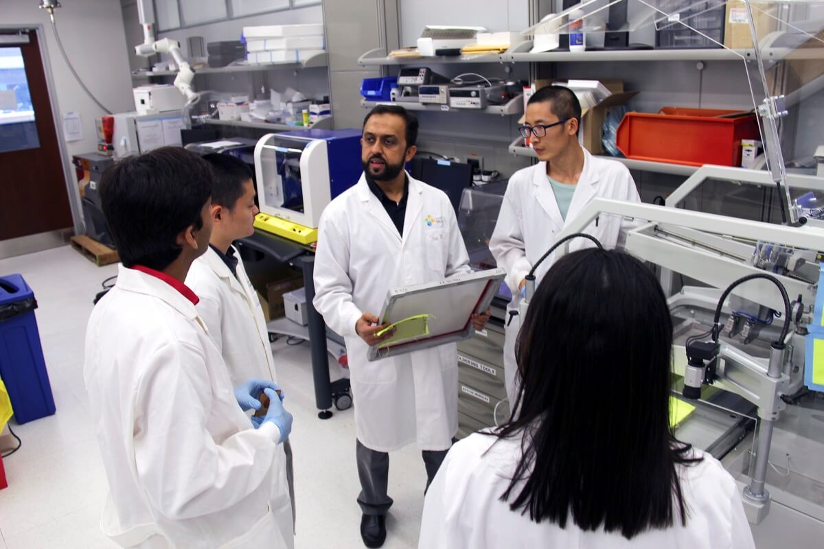 KAUST CEMSE EE IMPACT SI Professor Atif Shamim Works On Campus In His IMPACT Lab