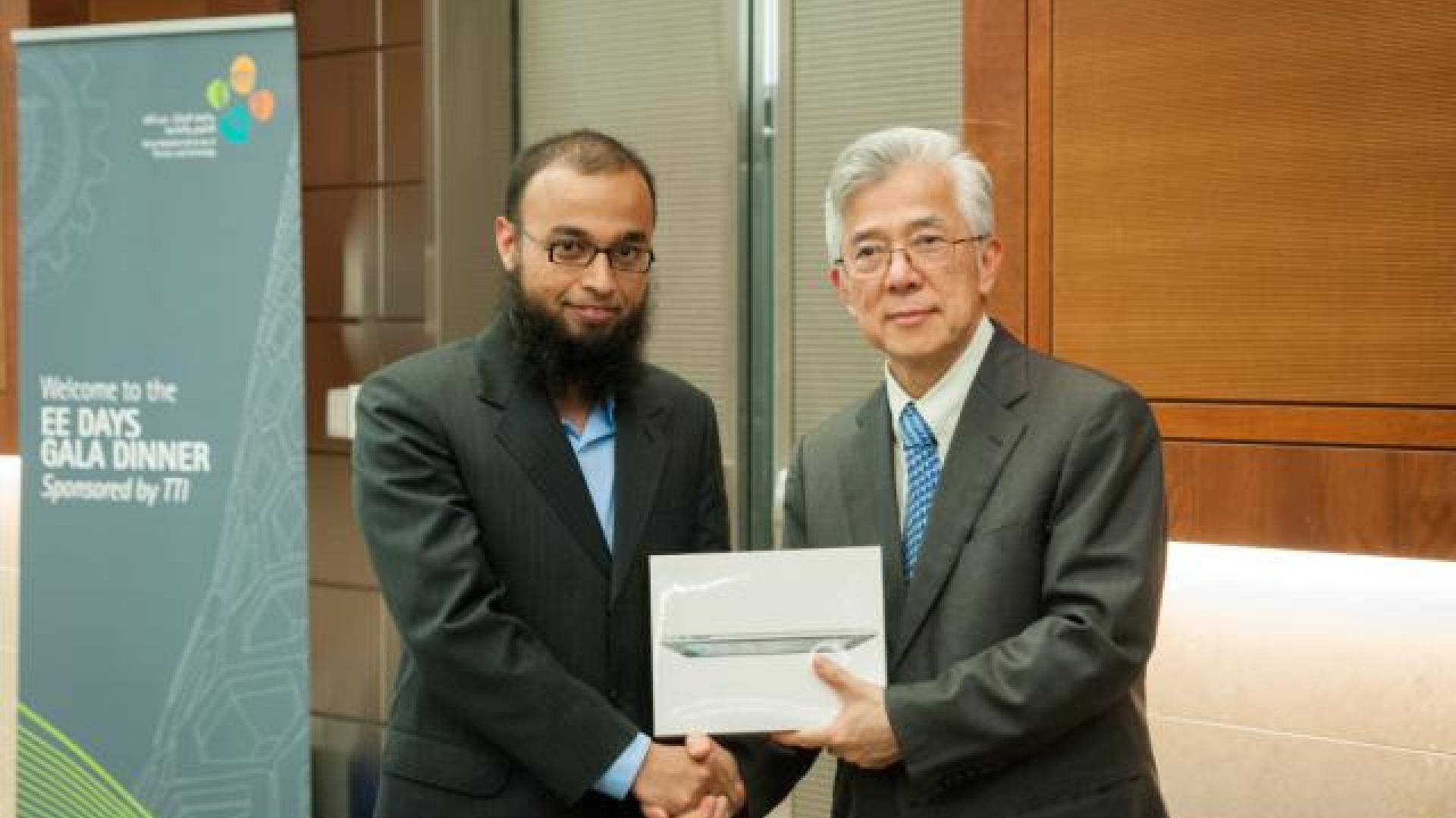 KAUST CEMSE EE IMPACT Muhammad Fahad Farooqui Receiving Best PhD Poster Award